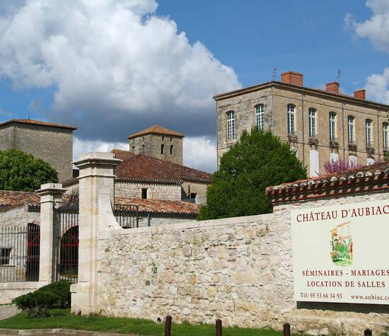 L'entrée du château d'Aubiac