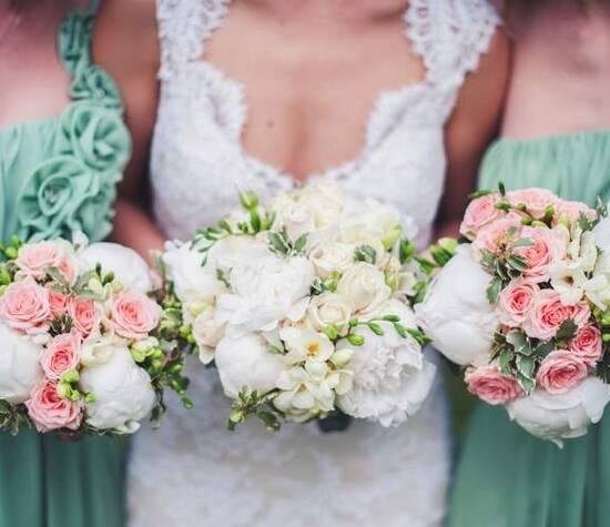 Bouquet de mariée et demoiselles d'honneur, pivoines