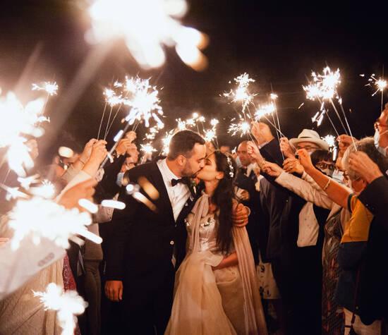 Moment magique : les mariés sous les lumières