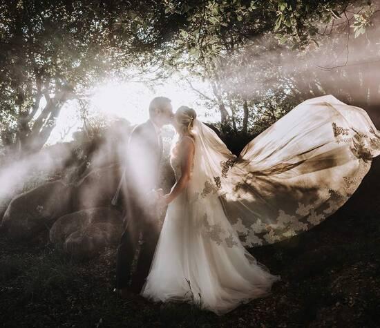 Les mariés avec fumigène