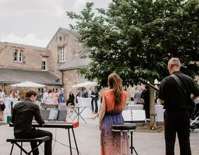 Mezzo Musique-musiciens pour mariage, cocktail, cérémonie